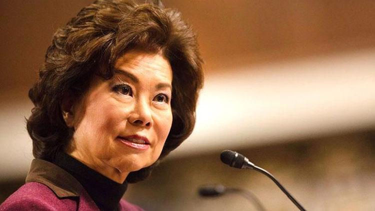 """一个华人女性为何能成为白宫""""三朝元老"""""""