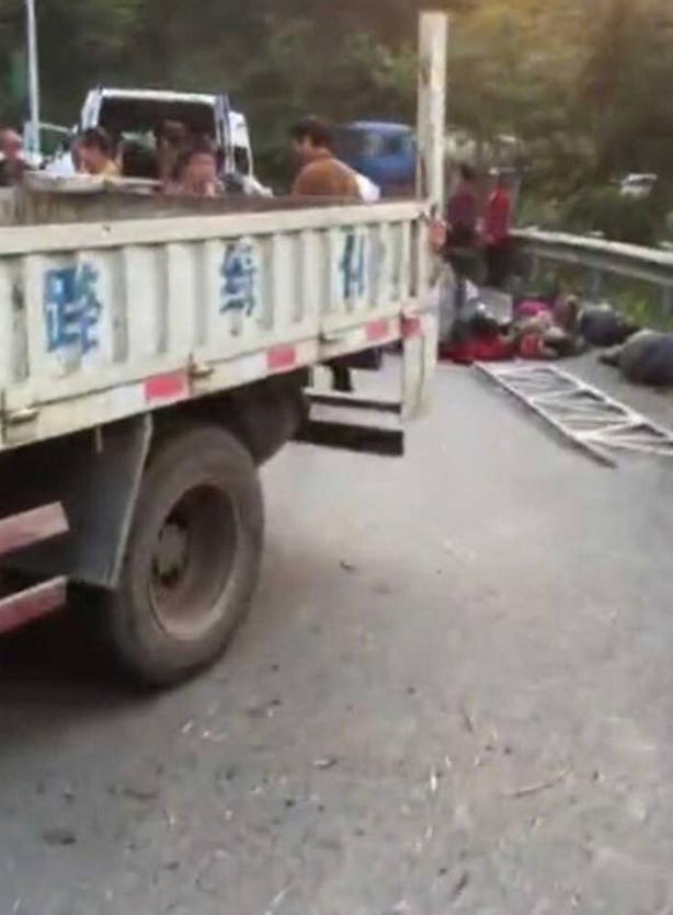 郴州王仙岭车祸-湖南郴州市发生一起翻车事故 致12死19伤