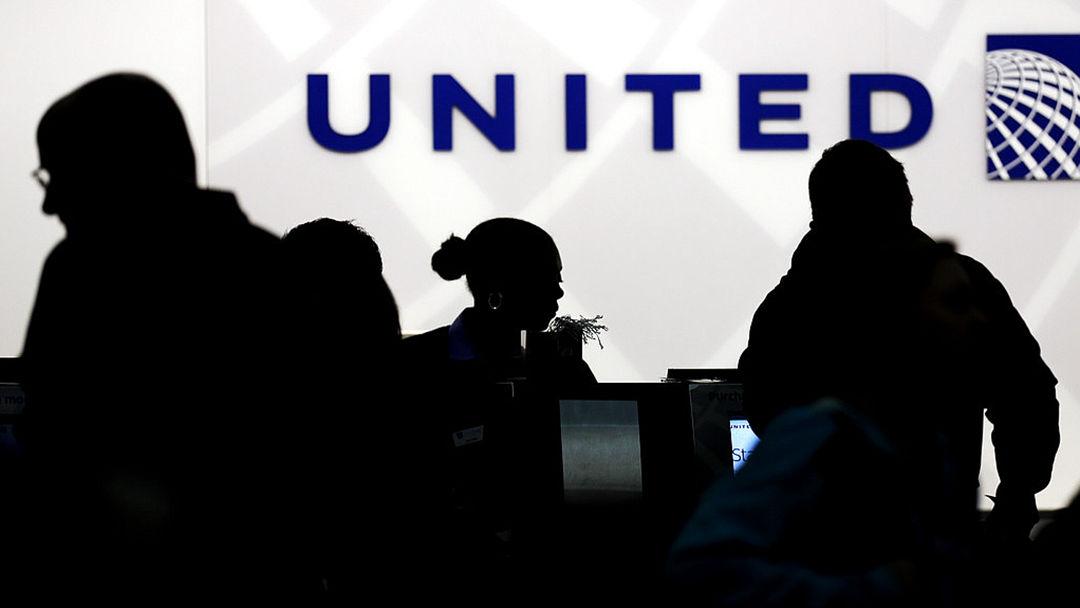 美联航与遭暴力拖拽乘客和解 协议金额保密