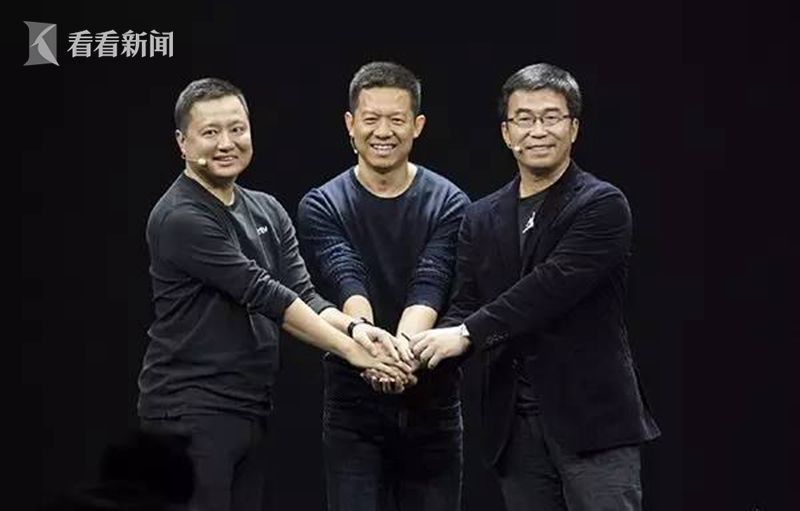周航(左一)与贾跃亭(中)