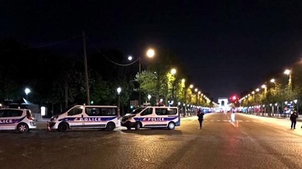 警方封锁香榭丽舍大道周边地带