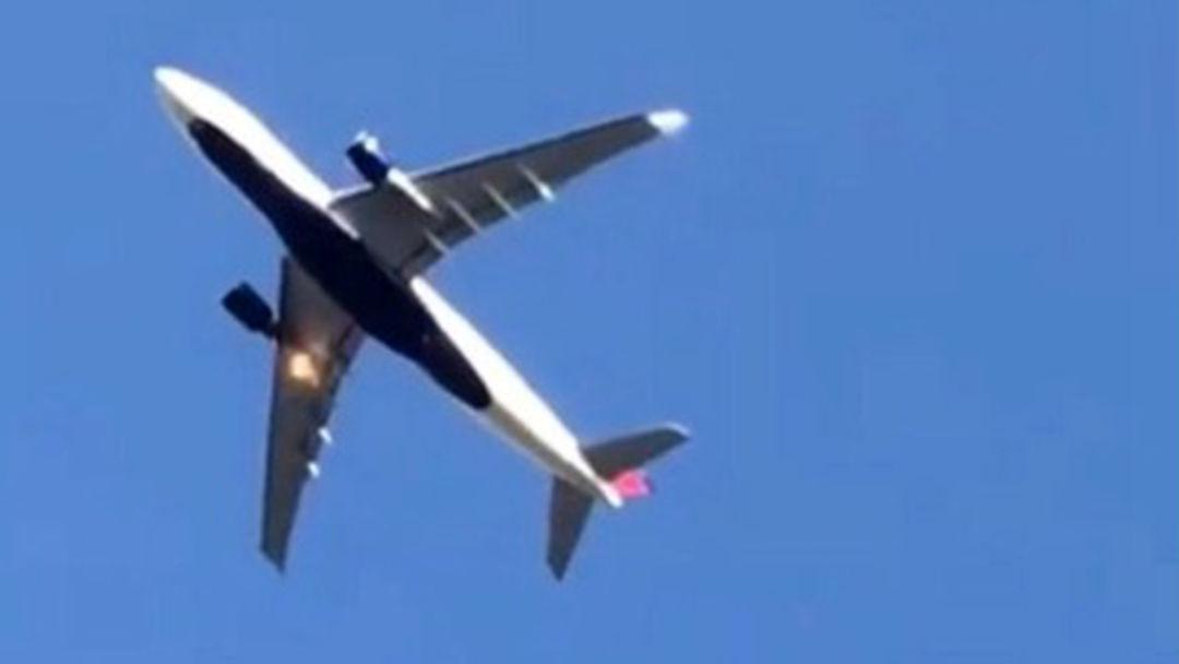 达美航空一客机起飞后着火紧急返航 疑遭鸟击