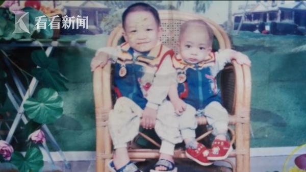 吴森、吴松两兄弟小时候的合照