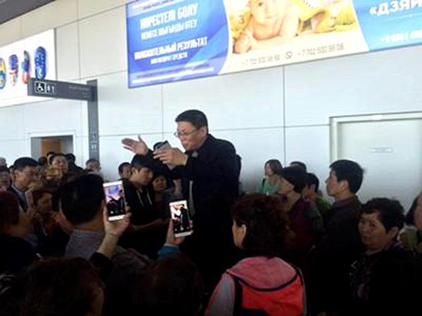 中国驻哈使馆工作人员已赶到机场