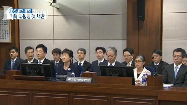 视频|朴槿惠崔顺实同坐被告席受审 昔日闺蜜全程无交流