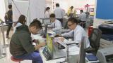 上海:手机资费普遍下调 市民争相办理业务