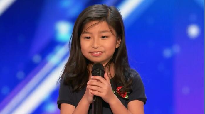 视频 美国达人秀 为华人女孩全场起立 9岁 小邓紫棋 飙唱泰坦尼克号主