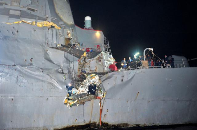 """被16万吨油轮撞击的""""波特""""号"""