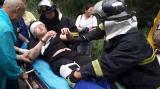 视频|观光车雨中遇车祸 司机被卡血流不止