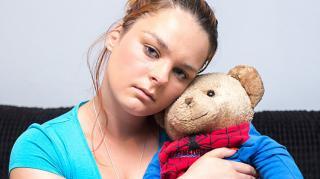 警察撕烂泰迪熊寻找被盗电脑 女子见