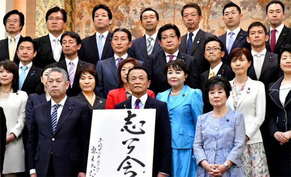 麻生太郎组建志公会对抗安倍晋三