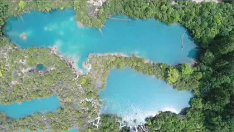 视频|俯瞰震后九寨沟景区:山青水蓝 空中的九寨依然美丽