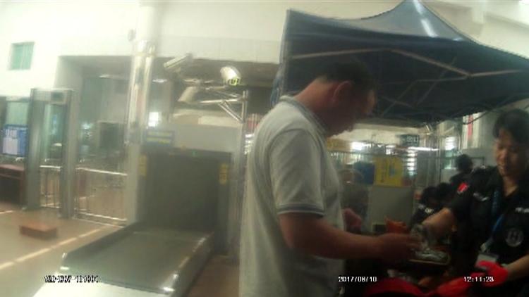 旅客袜筒藏雷管躲避安检 称运输炸药是工作