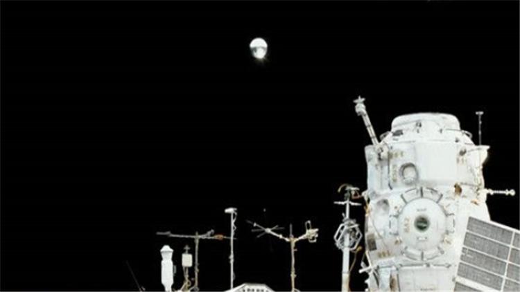 视频|俄罗斯宇航员今年首次太空行走 释放俄第一颗3D打印卫星