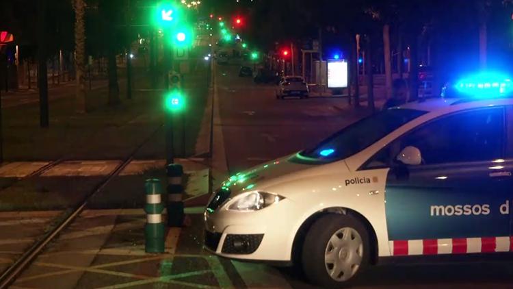 巴塞罗那汽车撞警事件或涉恐 车中死者未被警察射杀而是被人捅死