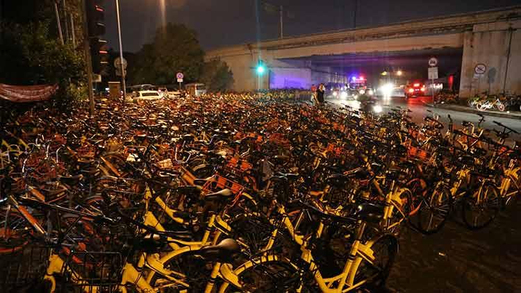 共享单车企业响应上海暂停投放要求 将配合清运