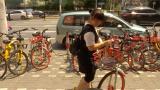 视频 | 共享单车泛滥成灾?公交站台被层层包围!上海暂停新增投放