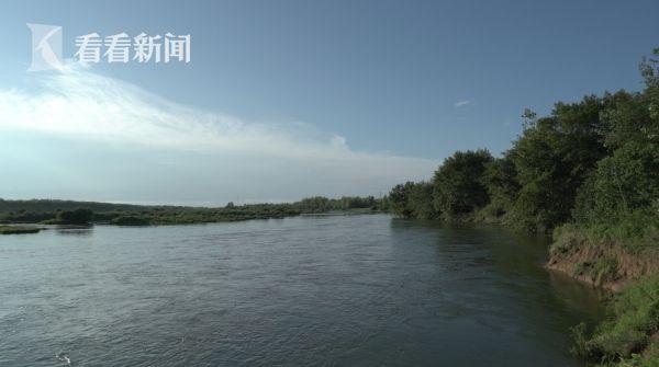 流经中洲村的青弋江是刘永彪很多作品的创作源泉,他的文学之路也是从这里的农民身份起始,越走越宽