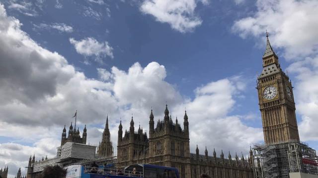伦敦大本钟敲响最后一个12点 下次将是4年后