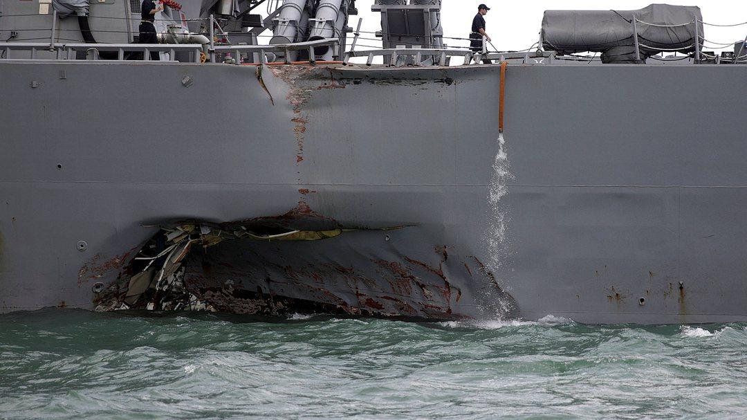 美驱逐舰与商船相撞受损 曾擅闯南海挑战中国