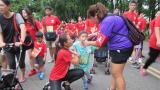 视频|脑瘫儿童无惧跌倒 卸下助行器苦练三月跑完2.3公里比赛