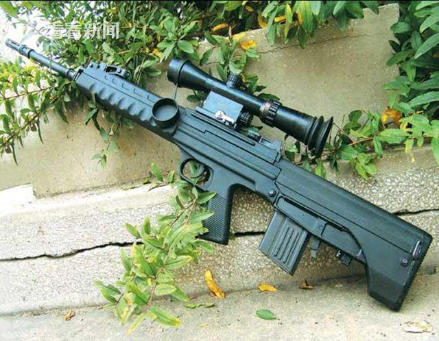 采用短直弹匣的88式5.8mm狙击步枪