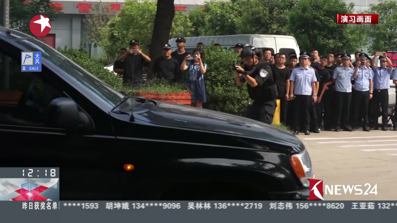 郑州:铁警举行反恐演练  荷枪实弹如大片