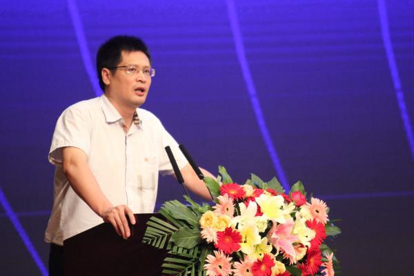 节目中连线采访了21世纪教育研究院副院长、教育学者熊丙奇