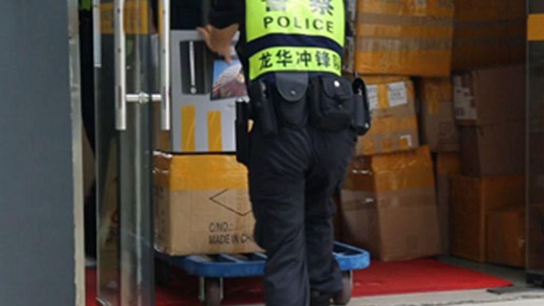 深圳警方破获假冒三星、小米配件窝点