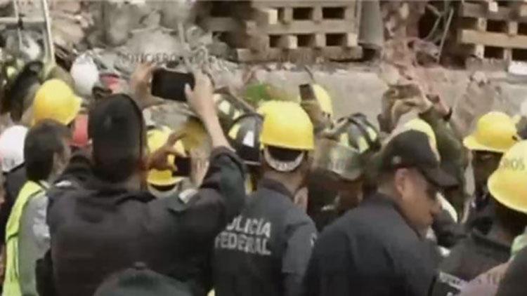墨西哥67岁男子被埋地震废墟24小时后幸运获救