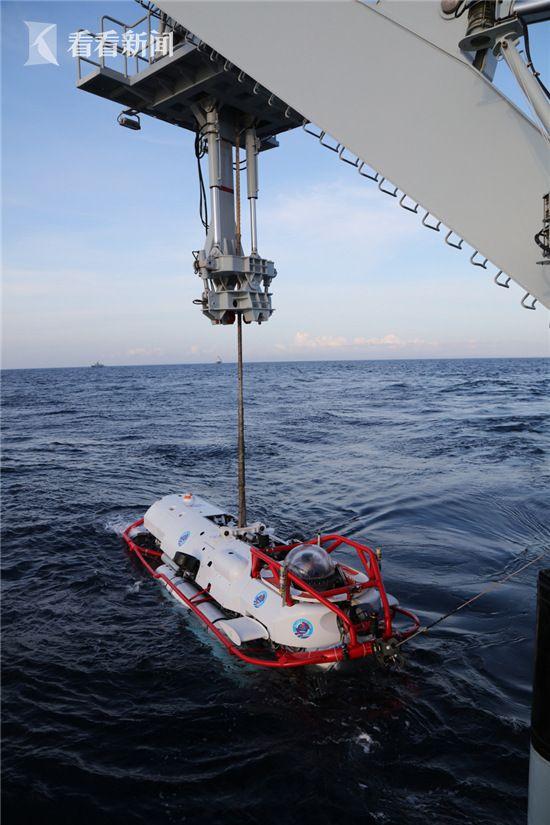 长岛船吊放深潜救生艇