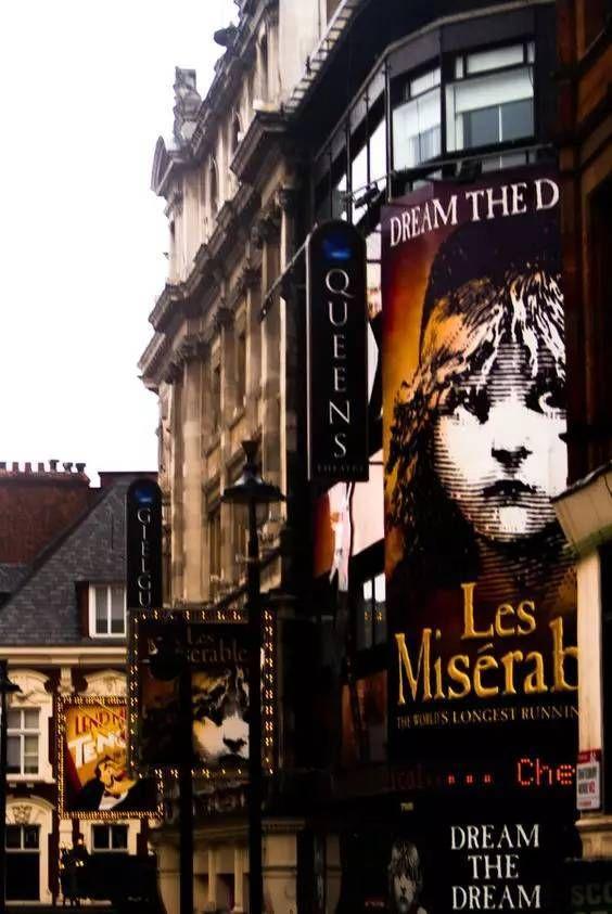 法语音乐剧《悲惨世界》改编为英文版后成为了世界最知名的音乐剧