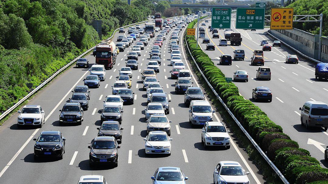 国庆公路网出行预测报告发布 这几个城市最热门
