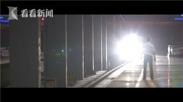 夜班地铁1.jpg