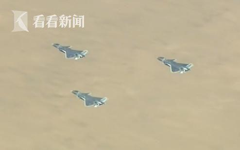朱日和阅兵中歼-20三机编队出场