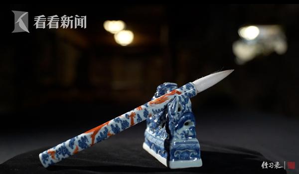 景德镇窑青花红彩云龙纹羊毫笔  上海博物馆提供