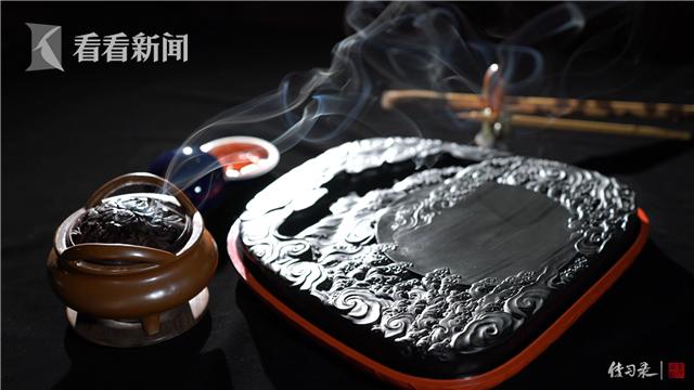 周小林设计的每一方歙砚都蕴含传统文化元素