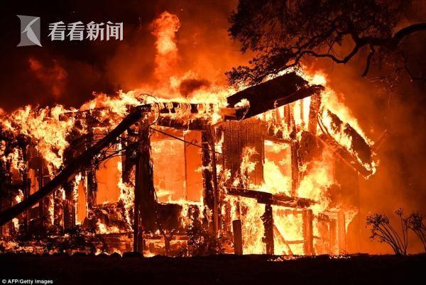 美国加州北部森林大火致2万人撤离 三县