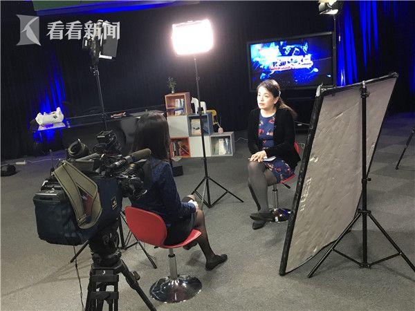 上海国际问题研究院美洲中心副研究员邵育群正在接受采访