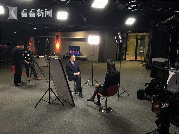 看看新闻Knews记者章一叶采访复旦大学美国研究中心的主任吴心伯