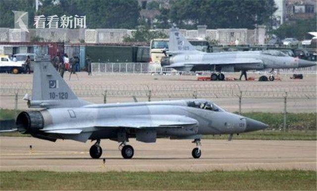 """巴基斯坦首个""""枭龙""""飞行中队的第一批战机"""
