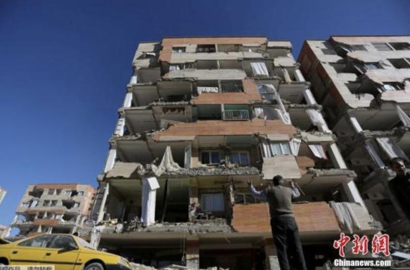 当地时间11月12日晚间发生在伊朗和伊拉克边界地区的7级以上强震,已造成至少数千人伤亡,70000人因地震无家可归。