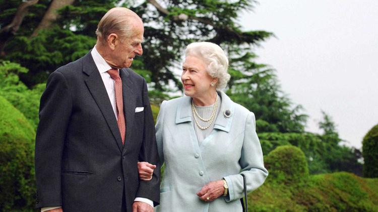 """英国鸣钟庆祝女王夫妇""""白金婚"""""""