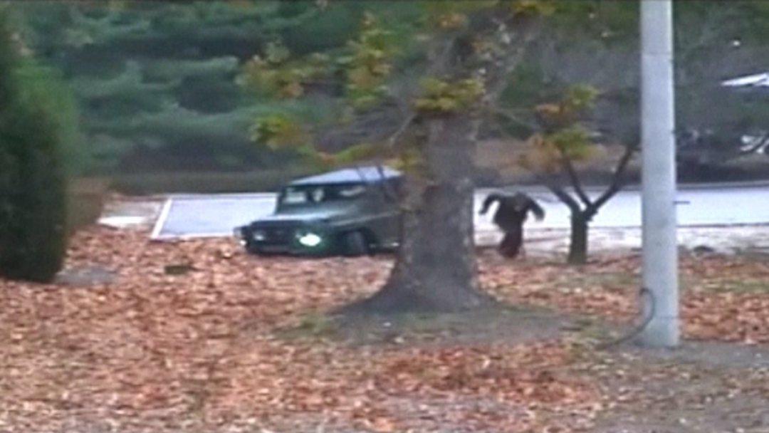 朝鲜脱北士兵投韩视频曝光:数名军人开枪射击