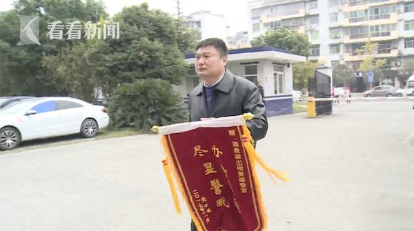 视频|吃个包子丢了包 出租车司机顺手牵羊暴露后称:真没看到包里有钱