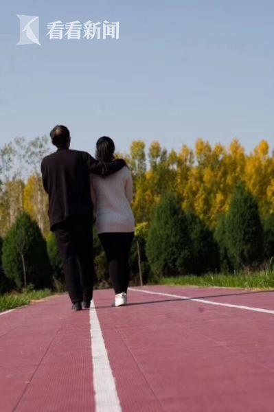 郭小平是红丝带学校这个大家庭的大家长。在孩子们心里,他就是父亲。