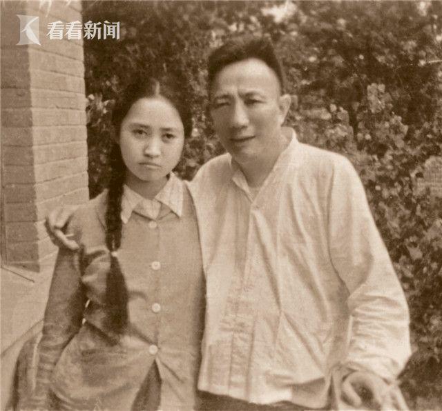少年时的傅益瑶与父亲.jpg