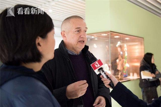 保罗接受记者采访