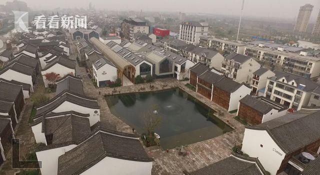 梦想小镇的金色长廊一头稻田一头池塘,寓意着对创业者水到渠成的美好祝愿