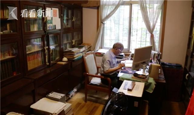 刘道玉右手患病不能写字,十年来练习左手写字,每年记10万字笔记